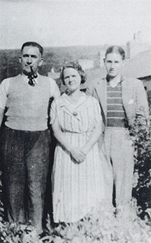 Harold, Mary and son Neville Lawes.